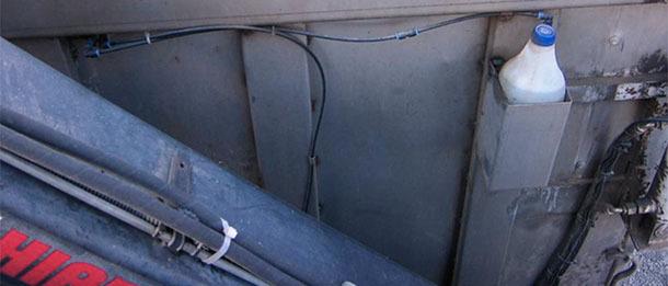 Unikniecie zabrania much przez pojazd jest trudne, jeśli nie niemożliwe, ale stosowanie insektycydów wewnątrz konteneru gdy jest on zamknięty eliminuję część z nich.